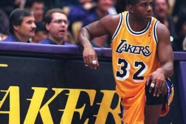 """埃尔文约翰逊——NBA历史上唯一的""""魔术师"""""""