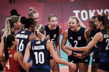3-0吊打塞尔维亚!美国女排成功复仇!第4次进决赛!博斯空砍19分