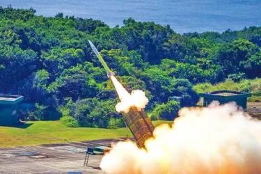 """台鼓吹导弹密度世界第二,坐在""""火药桶""""上很骄傲?"""
