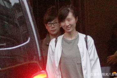 """林忆莲李宗盛离婚15年""""一家三口""""罕见同框,20岁女儿身材成亮点"""