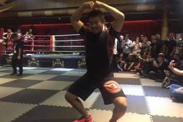 打脸了!人民日报官宣,少林弟子释延孜所击败的非洲拳王是留学生