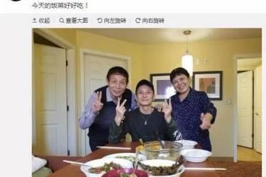 李维嘉微博上晒全家合影,结果桌子上的筷子暴露的他的感情状态!