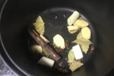 大厨教你酱牛肉的正确做法,酱香浓郁,嫩熟不烂,吃一次就忘不了